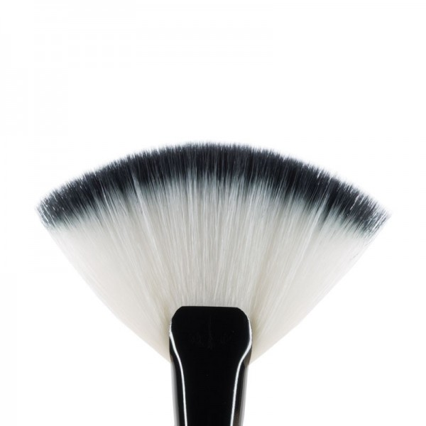 MUA F8 Fan Brush