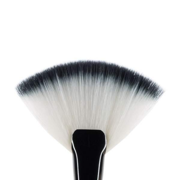 MUA F8 Fan Brush
